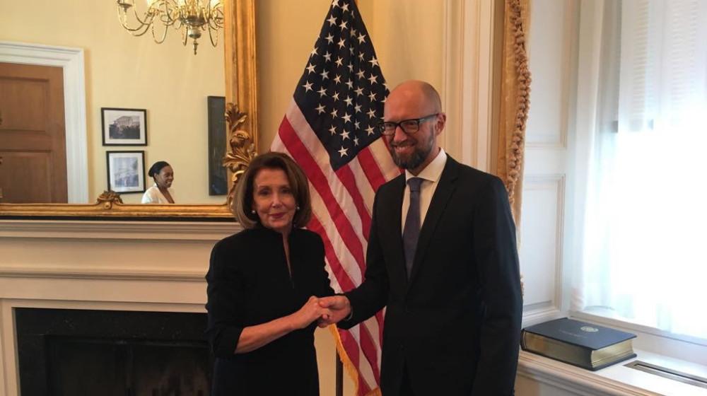 Арсеній Яценюк у Вашингтоні зустрівся з лідером демократів у конгресі США Ненсі Пелозі