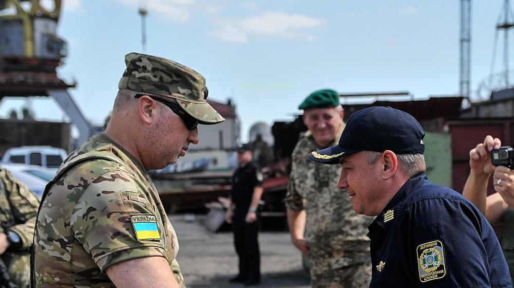 Гідне грошове забезпечення військовослужбовців має бути пріоритетом для держави, - Турчинов (відео)