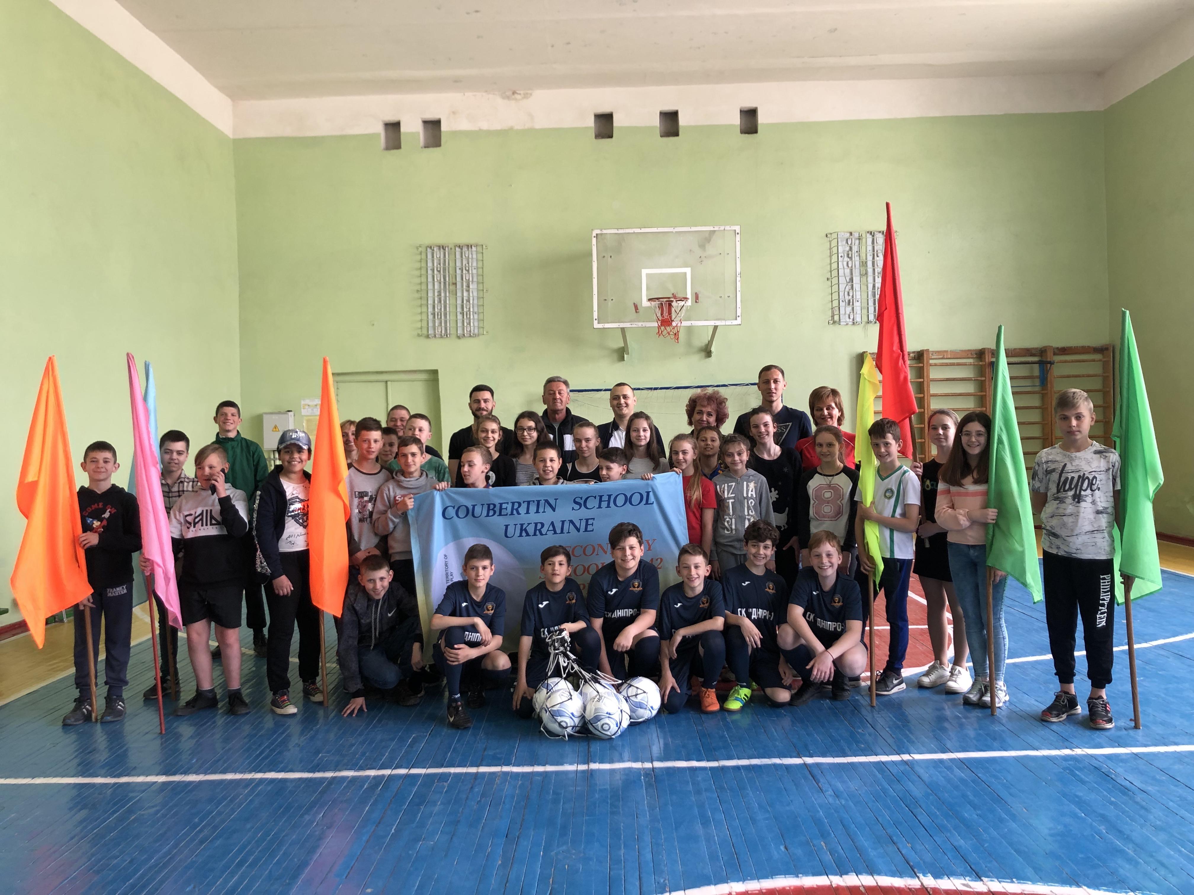 За ініціативи Юрія Берези учні Дніпровської школи №142 отримали футбольну форму