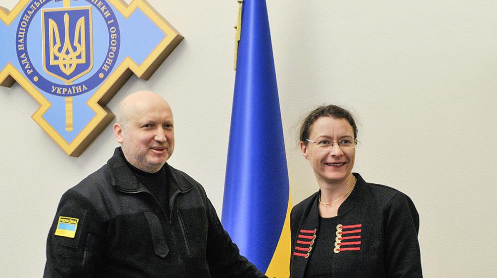 Секретар РНБО України Олександр Турчинов провів зустріч з Надзвичайним і Повноважним Послом Французької Республіки в Україні Ізабель Дюмон