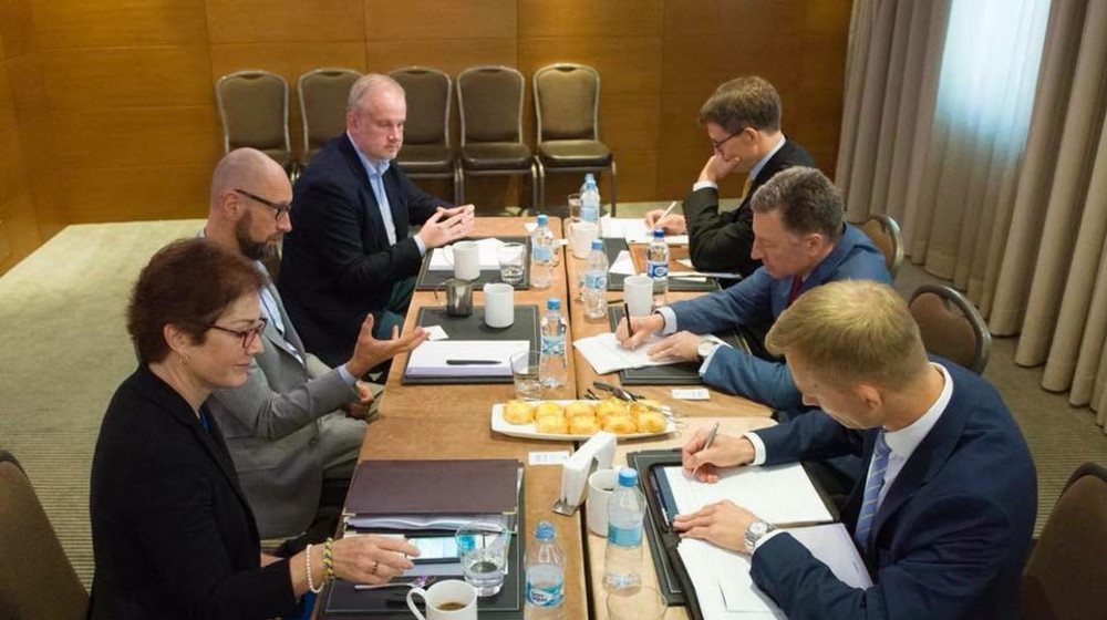 Росія уникає переговорів з відновлення територіальної цілісності України, бо має намір продовжувати агресію - Яценюк зустрівся з Куртом Волкером