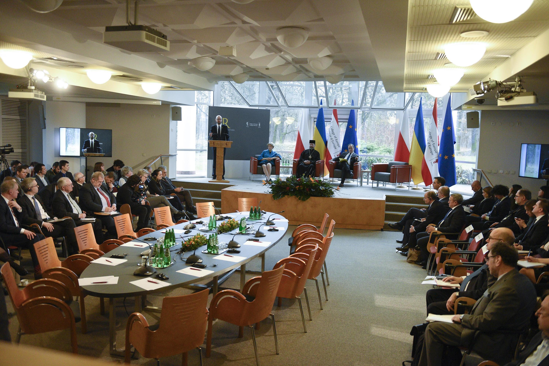 Арсеній Яценюк у Варшаві про українсько-польські відносини: Не можемо жити тільки історією. Маємо жити майбутнім, і творити це майбутнє (фото, відео)