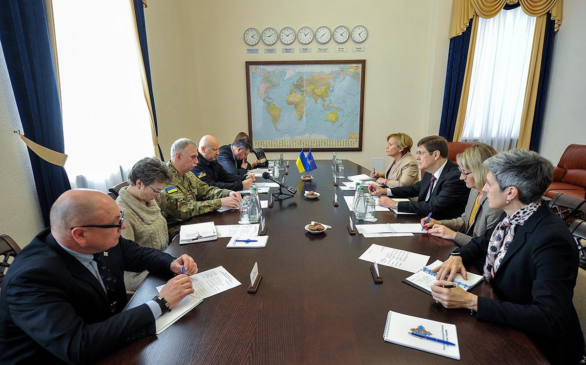 Олександр Турчинов провів зустріч з Президентом Парламентської асамблеї НАТО Расою Юкнявічєнє