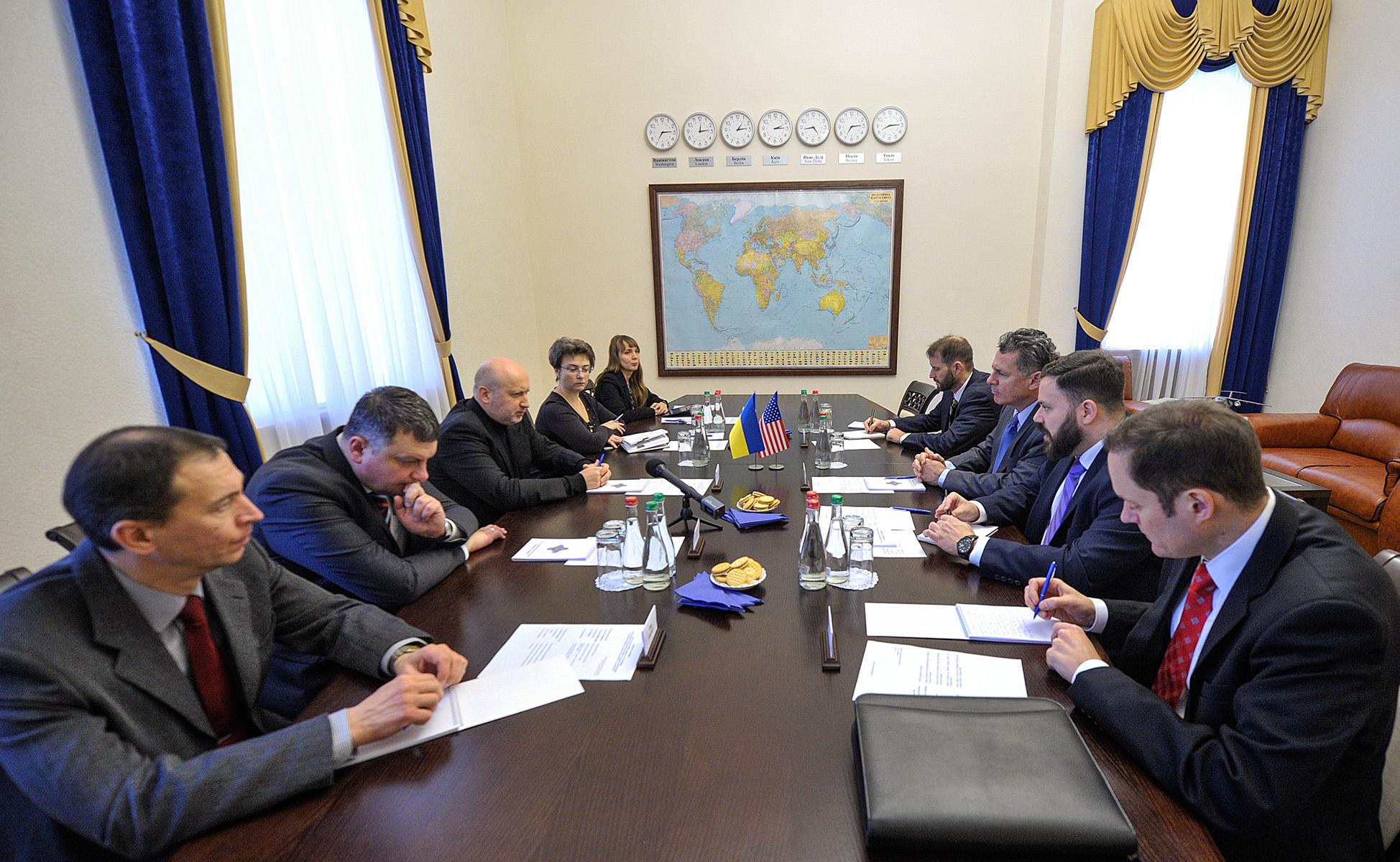 Олександр Турчинов провів зустріч з Тимчасовим повіреним у справах США при ОБСЄ Г. Каміаном (відео)