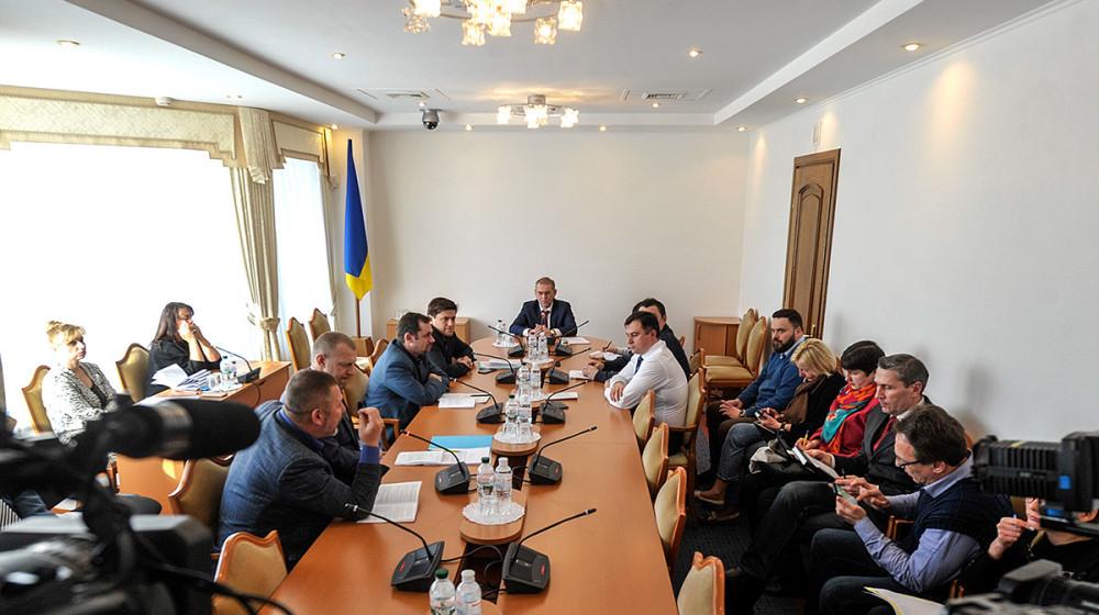 Профільний комітет не зміг розглянути законопроект про нацбезпеку через прогули деяких депутатів (відео)