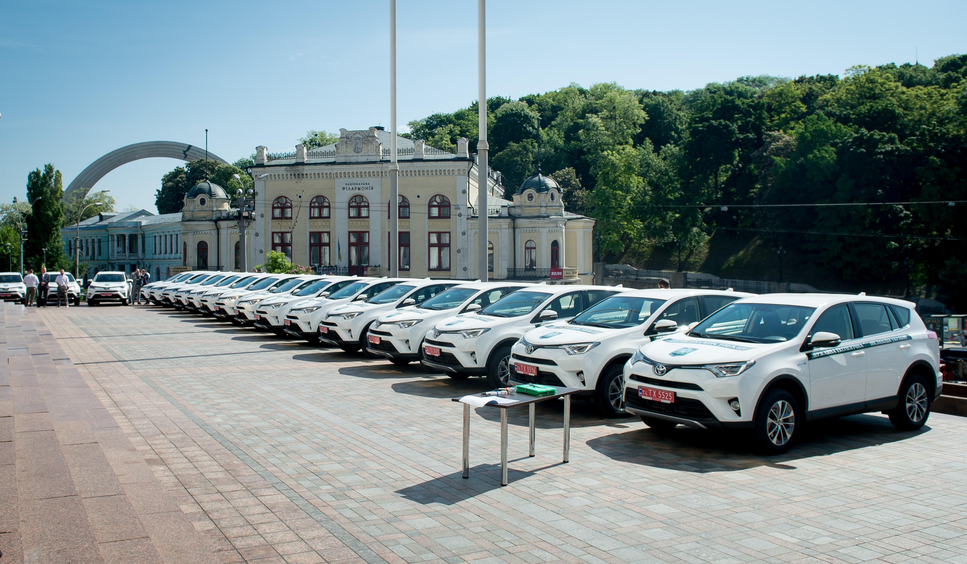 Остап Семерак: Територіальні органи Держекоінспекції отримали 40 сучасних енергозберігаючих автомобілів (фото)