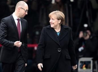 Арсеній Яценюк привітав Ангелу Меркель з перемогою її партії на парламентських виборах у ФРН