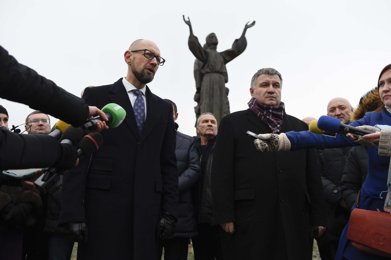 Арсеній Яценюк у День пам'яті жертв Голодомору: Пам'ятаючи про минуле - ми боремося і виборемо своє майбутнє