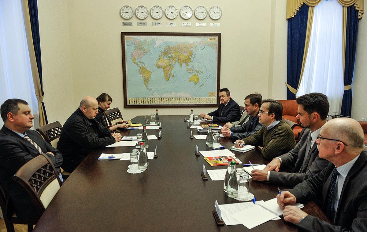 Олександр Турчинов: Наше завдання - сформувати баланс безпеки, прозорості й ефективності