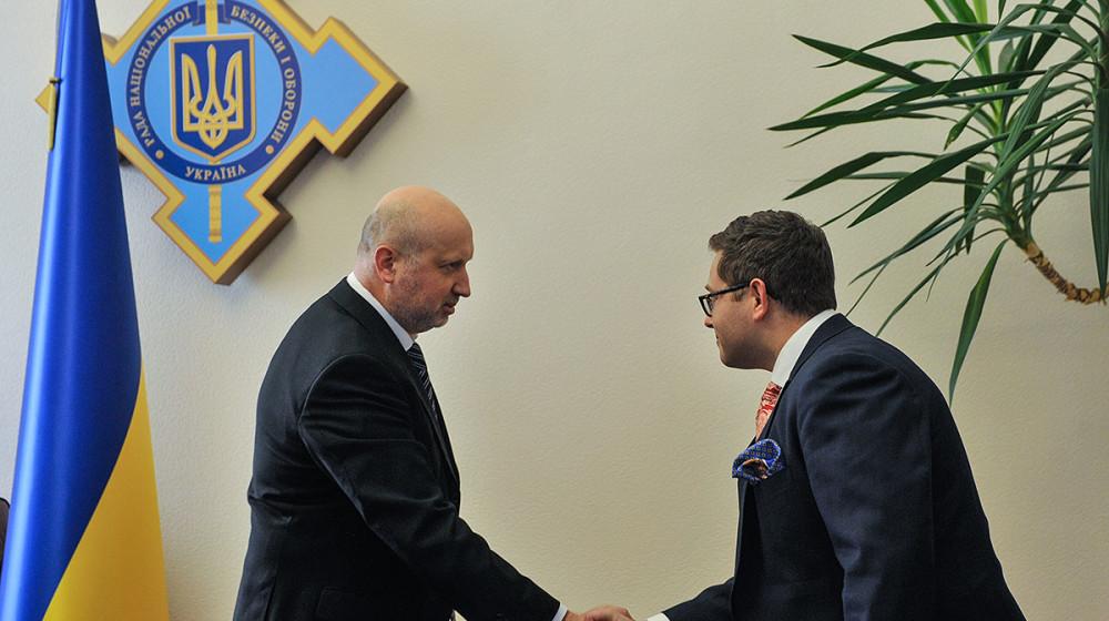 Олександр Турчинов провів зустріч зі Спеціальним помічником Президента США з питань кібербезпеки Джошем Стайнманом (відео)