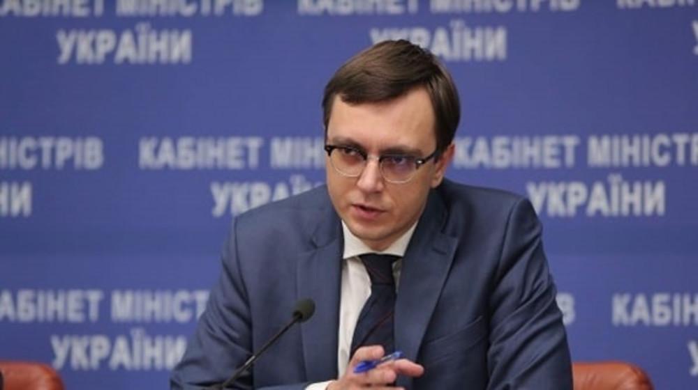 Ми повинні жорстко карати тих, хто перевантаженим транспортом руйнує наші дороги, - Володимир Омелян